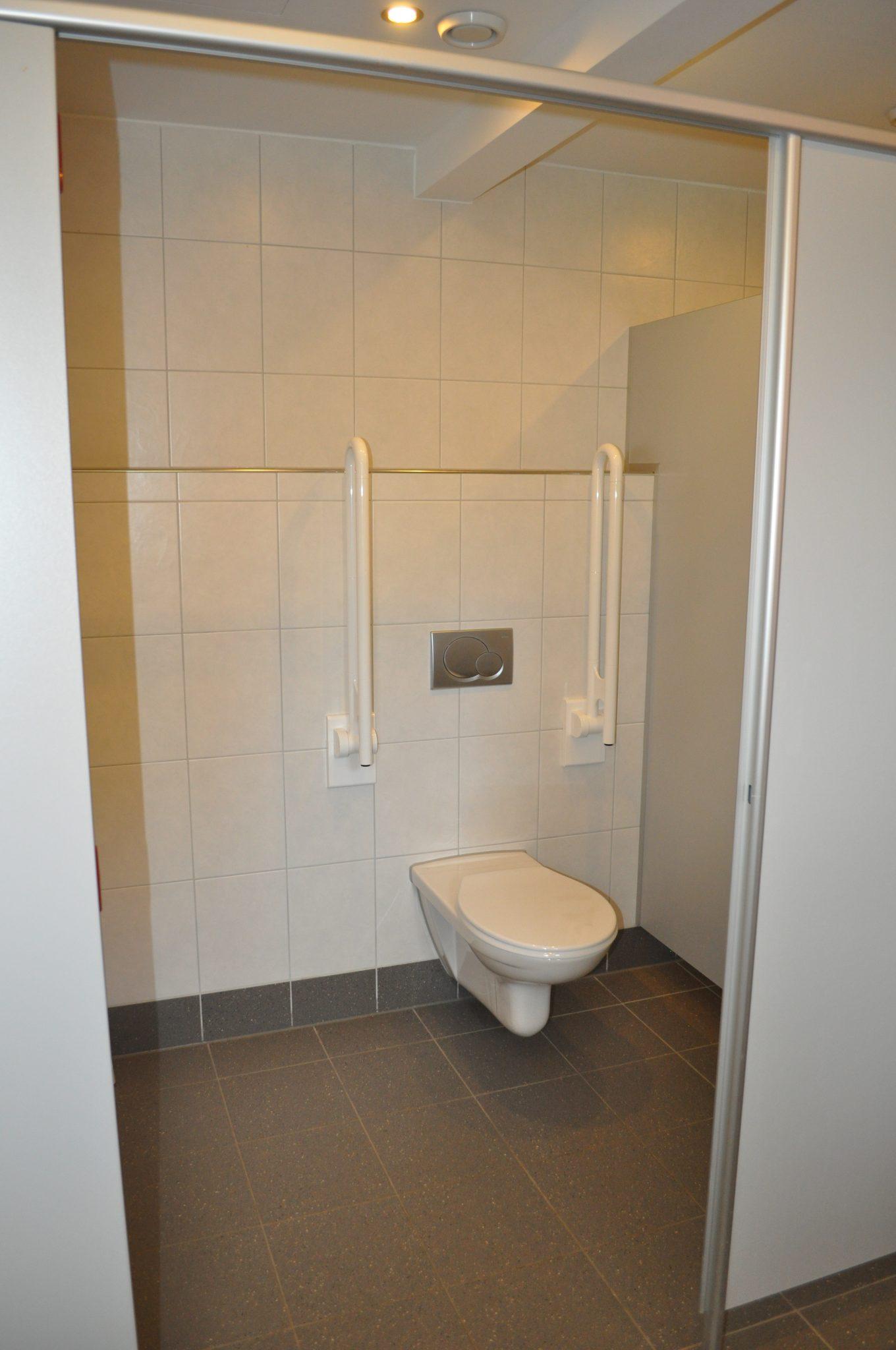 Toilette EG Jungen, Behindertengerechte Toilette