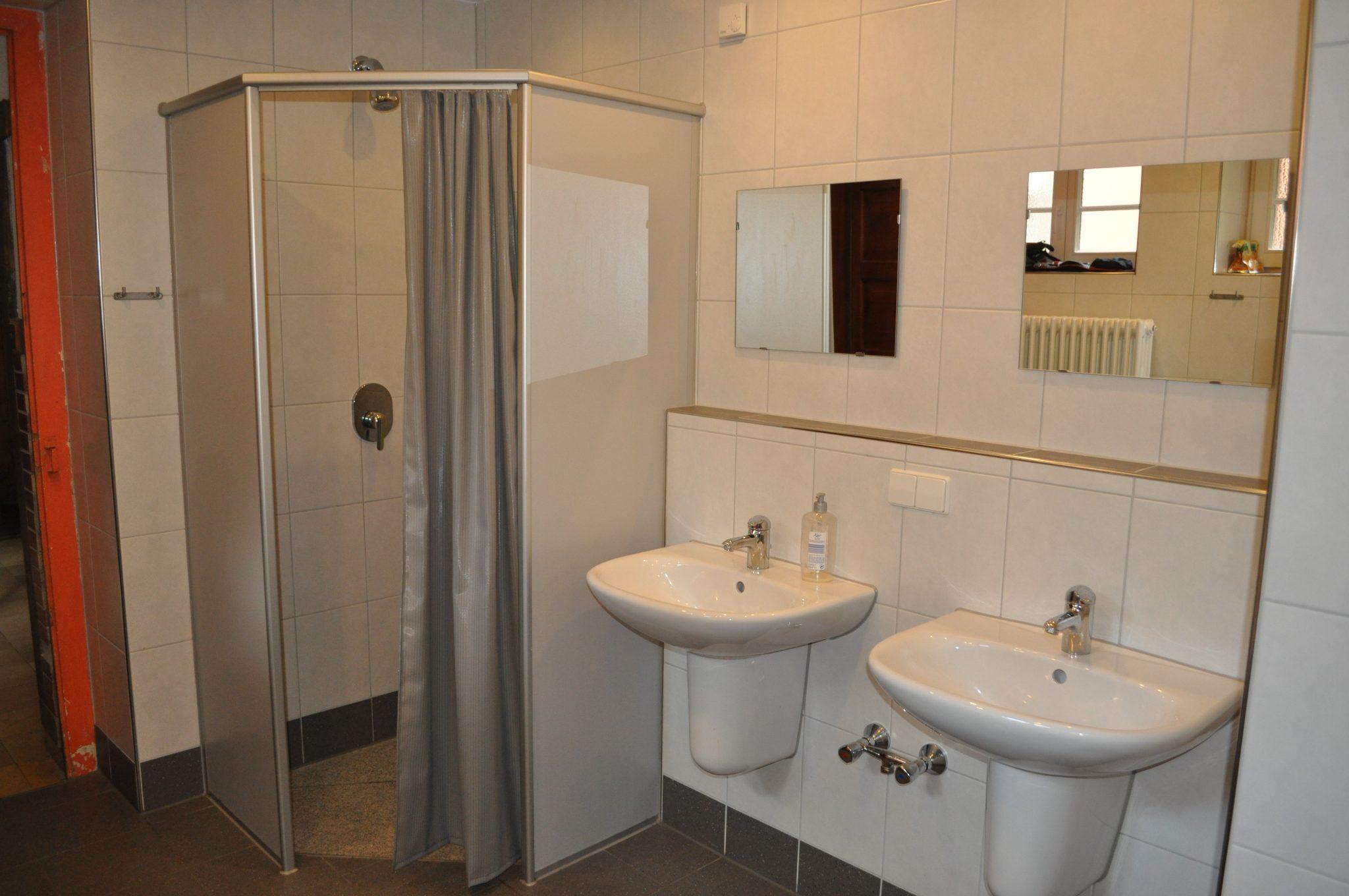Toilette EG Maedchen, Dusche